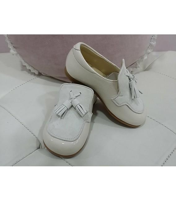 Zapato niño ceremonia charol beig / ante beig con borlones