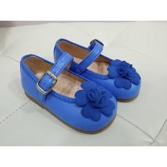 Mercedita napa color azul Miramar con flor en ante